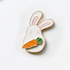 "Значок ""Зайчик с морковкой"""